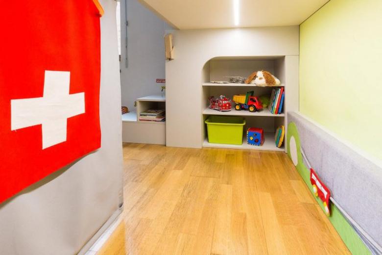 Návrh dětského pokoje úložný prostor pod patrovou postelí