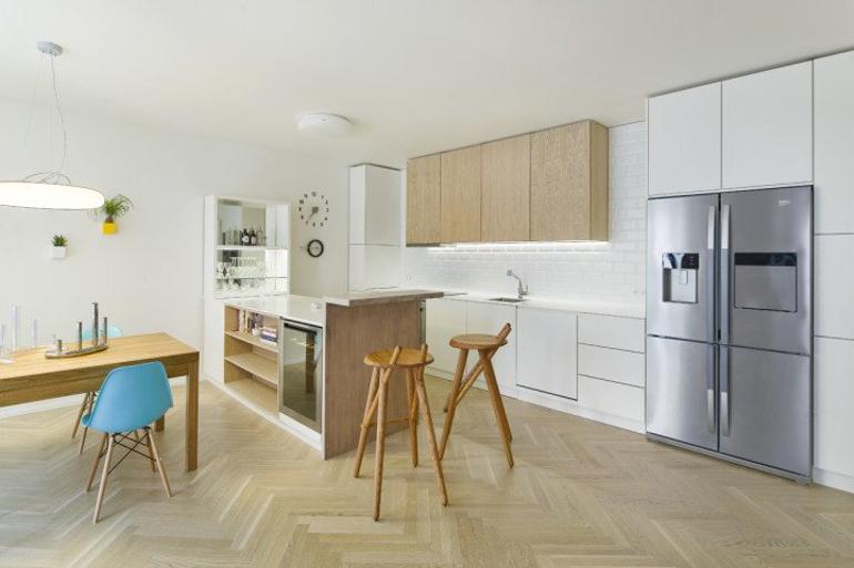 Interiér bytu s českým designem - návrh kuchyně.