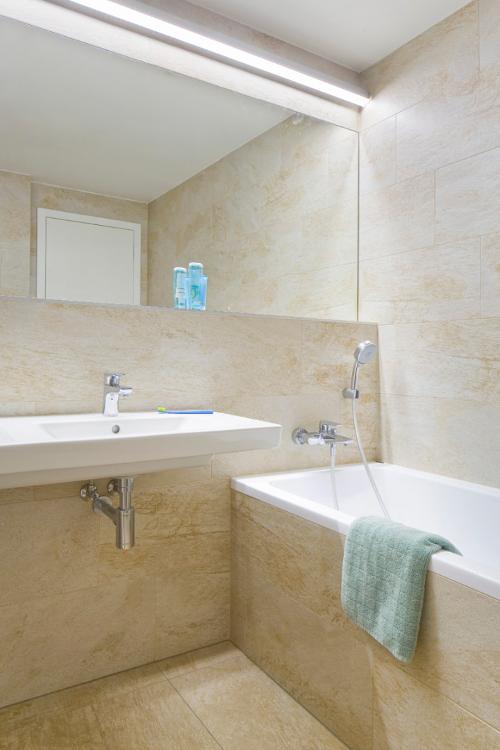 Minimalistický interiér koupelny - návrh designéra.