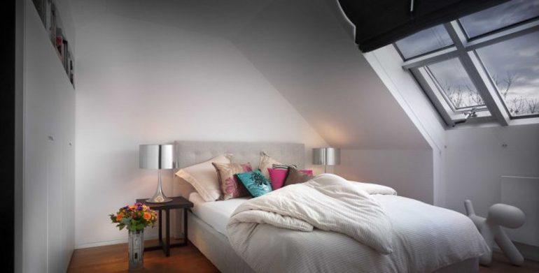 Návrh interiéru ložnice v podkroví.