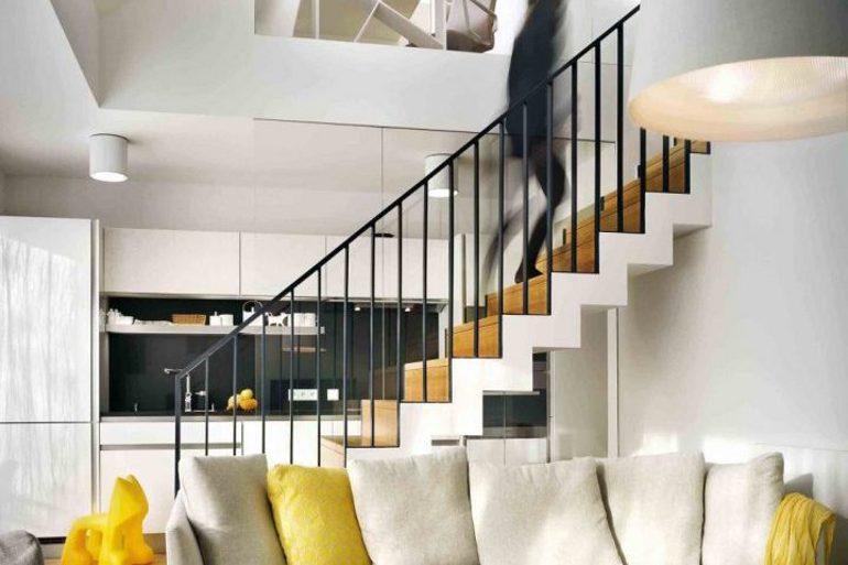 Návrh interiéru bytu v bílé a žluté barvě.