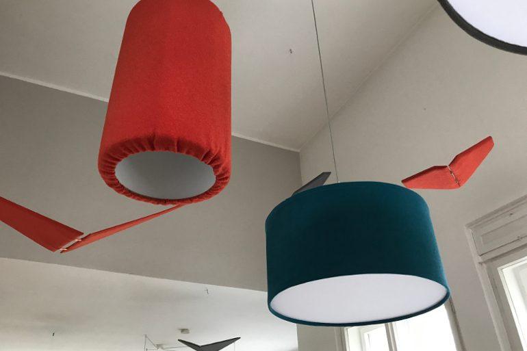 Design svítidel - akustické prvky v kanceláři