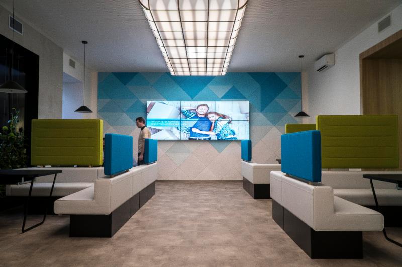 Návrh firemního interiéru, design pobočky, firemní identita, pracovní prostředí v hypocentru